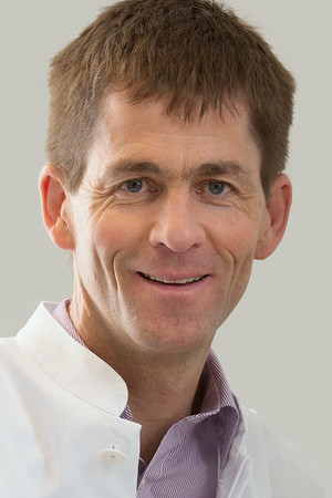 Prof. Dr. Rainald Fischer  mondja  el a tudnivalókat a COVID-19-e kapcsolatba
